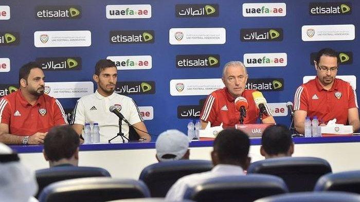 Pelatih timnas Uni Emirat Arab, Bert van Marwijk.