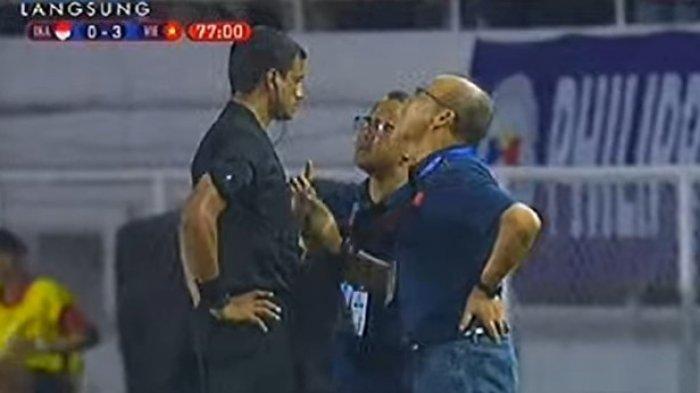 Pelatih Vietnam Dikartu Merah Wasit, Park Hang-seo Terlibat Protes