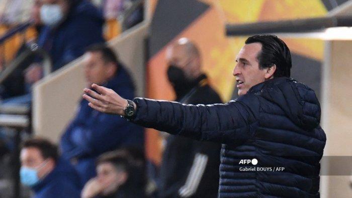 Pelatih Villarreal Spanyol Unai Emery memberi isyarat selama pertandingan sepak bola leg kedua perempat final Liga Eropa UEFA antara Villarreal dan Dinamo Zagreb di stadion La Ceramica di Vila-real pada 15 April 2021. Gabriel BOUYS / AFP