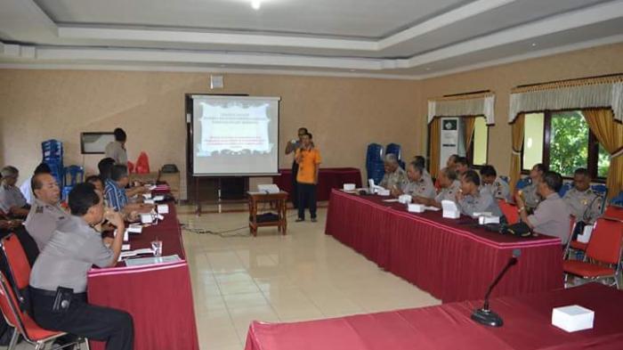 Hadapi Masa Purna Tugas, Anggota Polres Rembang Belajar Dari Peternak Cacing