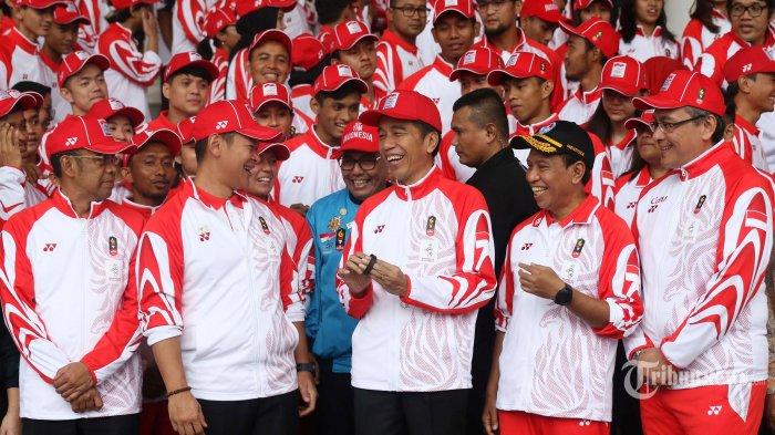 Presiden Joko Widodo (tengah) bersama Menpora Zainudin Amali (kedua kanan), Ketua Komite Olimpiade Indonesia (KOI) Raja Sapta Oktohari (kedua kiri) dan Ketua Kontingen Indonesia Harry Warganegara (kanan) saat pelepasan atlet untuk SEA Games 2019 di Istana Bogor, Jawa Barat, Rabu (27/11/2019). Presiden secara resmi melepas 841 atlet Indonesia untuk berlaga pada ajang olahraga terbesar Asia Tenggara, SEA Games 2019 di Manila, Filipina. TRIBUNNEWS/IRWAN RISMAWAN