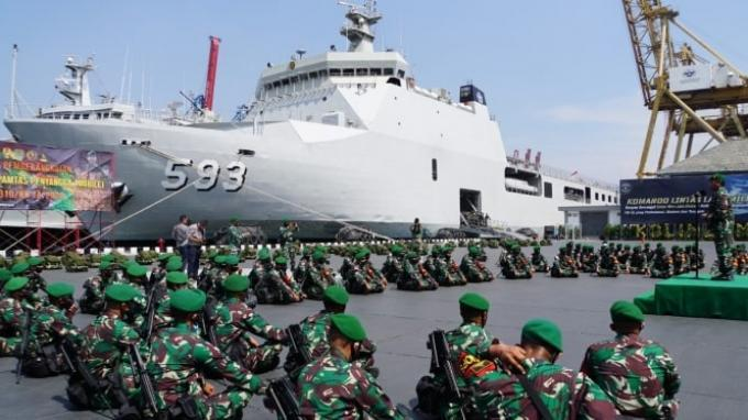 KRI Banda Aceh 593 Antar 450 Personel Yonif 310 Kidang Kencana ke Perbatasan Papua