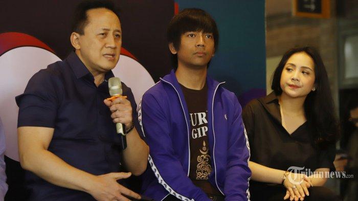 Kepala Badan Ekonomi Kreatif (Bekraf) Triawan Munaf, musisi Virgoun, Rian Dmasiv, dan Nagita Slavina menghadiri acara peluncuran Billboard Indonesia Top 100, di Jakarta, Rabu (25/9/2019). Billboard Indonesia Top 100 adalah daftar lagu terkini paling populer tiap minggu dari artis dan musisi Indonesia di semua lintasan genre. TRIBUNNEWS/HERUDIN