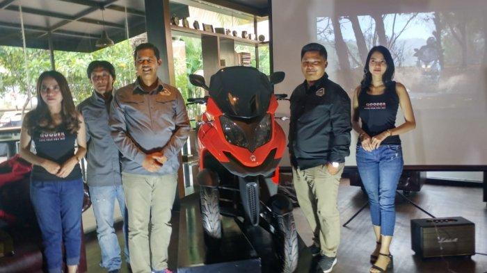 Peluncuran skuter matik premium Qooder oleh PT Enduro Republik di Moto Village, Jakarta, Jumat (13/12/2019) sore. Skutik roda empat ini dibanderol Rp 357 juta on the road Jakarta.