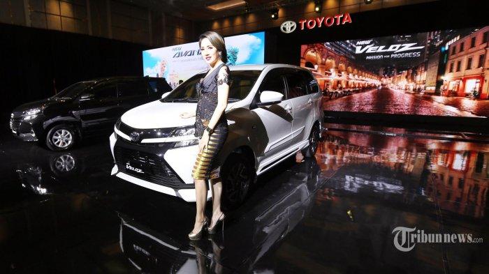 Model berpose pada peluncuran Toyota New Avanza dan Toyota  New Veloz di Jakarta Pusat, Selasa (15/1/2019). Selama 15 tahun kehadirannya di Indonesia, Toyota Avanza berhasil membukukan total penjualan lebih dari 1,7 juta unit, yang diharapkan kesuksesan tersebut mampu dilanjutkan oleh New Avanza dan New Veloz yang penjualannya ditargetkan mencapai 7.000 - 7.500 unit per bulan.  (Warta Kota/Alex Suban)
