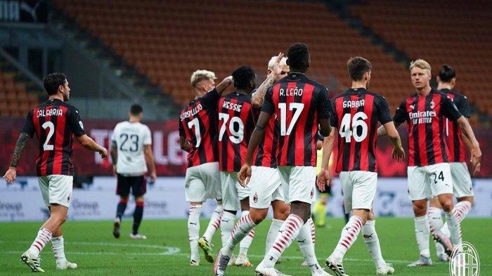 Pemain AC Milan dnegan balutan jersey anyar mereka