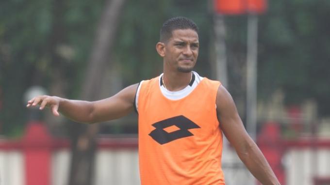 Pemain anyar Bhayangkara FC, Renan da Silva saat menjalani latihan terakhir sebelum bertolak ke Kamboja untuk mengikuti turnamen pramusim, Selasa (21/1/2020).