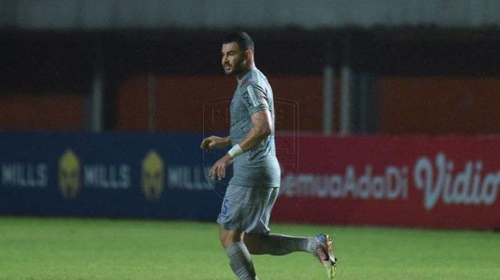 Pemain anyar Persib Bandung, Farshad Noor saat memberkuat Maung Bandung dalam laga Piala Menpora 2021