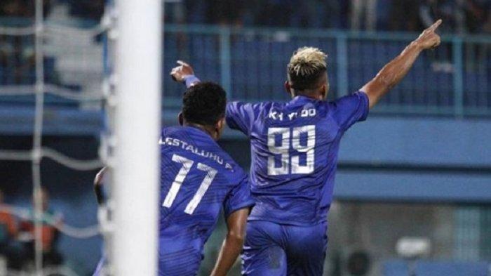Momen Bauman dan Alderete Unjuk Gigi, Arema Libas Persela 3-1