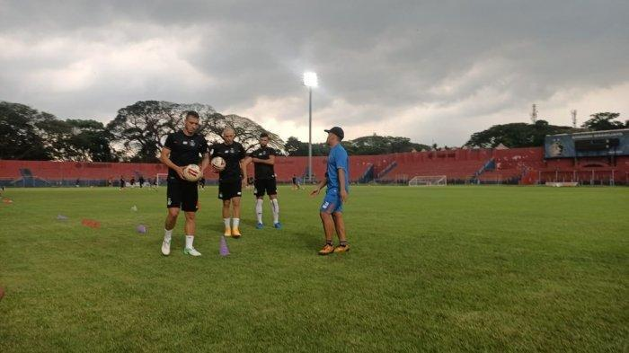 Pemain asing anyar Persik Kediri jalani latihan di Stadion Brawijaya.