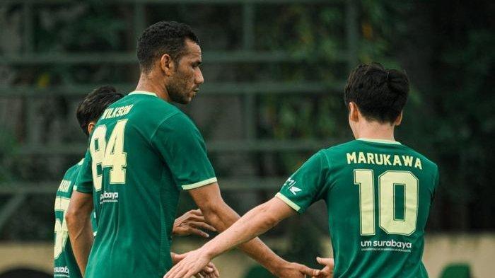 Pemain asing Persebaya Surabaya, Jose Wilkson dan Taisei Marukawa, saat memperkuat Bajul Ijo di laga uji coba melawan Malang United, Jumat (18/6/2021).