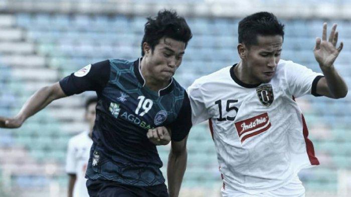 Yandi Sofyan (kanan) saat berseragam Bali United