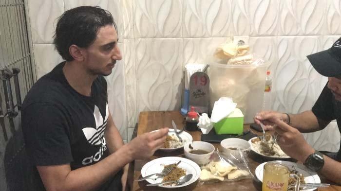 Kata Pemain Asing Anyar Persebaya Surabaya Saat Makan Rawon: Ini Enak Sekali, Rasanya Saya Suka