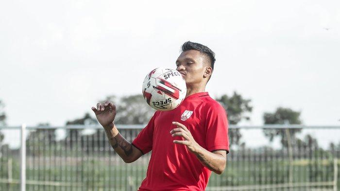 Pemain baru Persis Solo dari Persib Bandung, Ferdinand Sinaga.