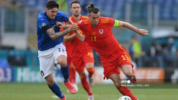 Pemain depan <a href='https://manado.tribunnews.com/tag/wales' title='Wales'>Wales</a> Gareth Bale (kanan) ditandai oleh bek <a href='https://manado.tribunnews.com/tag/italia' title='Italia'>Italia</a> Alessandro Bastoni selama pertandingan sepak bola Grup A UEFA EURO 2020 antara <a href='https://manado.tribunnews.com/tag/italia' title='Italia'>Italia</a> dan <a href='https://manado.tribunnews.com/tag/wales' title='Wales'>Wales</a> di Stadion Olimpiade di Roma pada 20 Juni 2021.