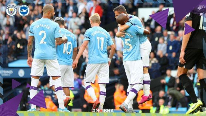 Pemain Manchester City bergembira usai jebol gawang lawan