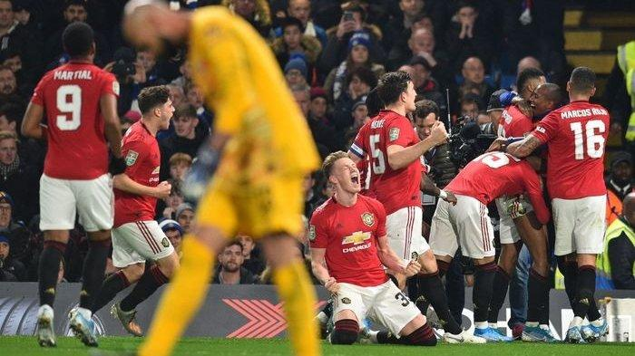 Pemain Manchester United merayakan gol mereka ke gawang Chelsea pada duel Piala Liga di Stamford Bridge, London, 30 Oktober 2019.