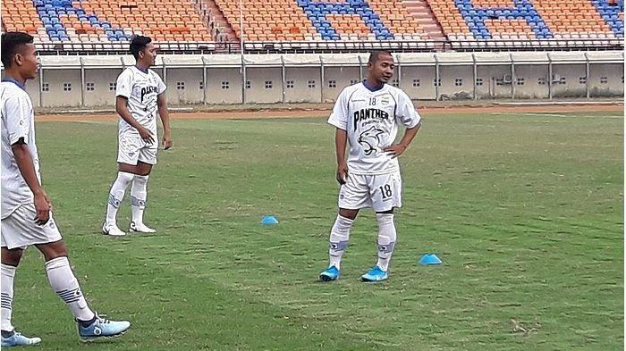 Pemain Persib Bandung termasuk Gian Zola saat latihan di Stadion Si Jalak Harupat, Kamis (10/10/2019).