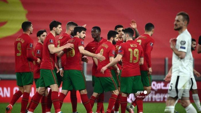 Pemain Portugal merayakan gol sendiri Azerbaijan selama pertandingan sepak bola kualifikasi Piala Dunia Qatar 2022 antara Portugal dan Azerbaijan pada 24 Maret 2021 di Stadion Juventus. Marco BERTORELLO / AFP