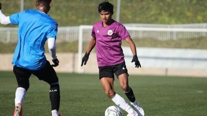 Pemain Semen Padang FC, Genta Alparedo saat menjalani TC bersama timnas U-19 Indonesia.