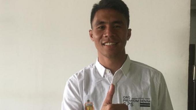 Jadi Tukang Bersih-Bersih, Pemain Bhayangkara FC Ini Juga Sapu Halaman Rumah Tetangga