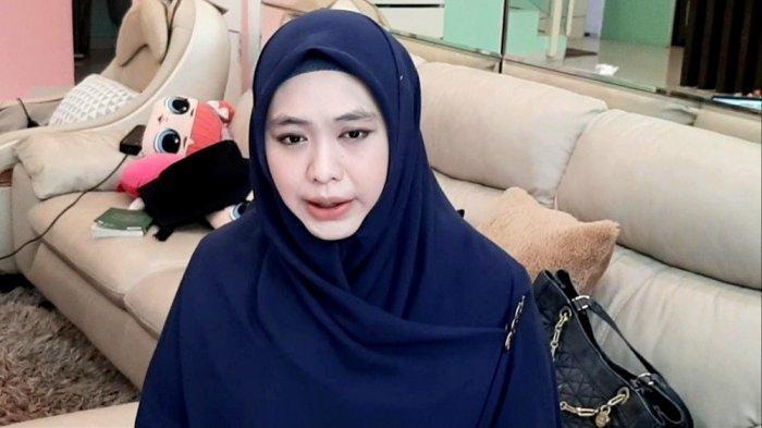 Ubah Rumah Mendiang Ayahnya di Batam Jadi Tempat Hafiz Quran ,Oki Setiana Dewi Ungkap Kenangan Ini
