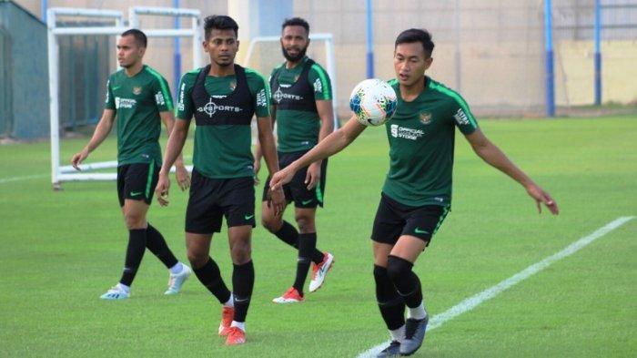 Ilustrasi foto - Pemain Timnas Indonesia saat menjalani latihan perdana di Lapangan Iranian Club, Dubai, Kamis (3/10/2019) sore. Dok: PSSI