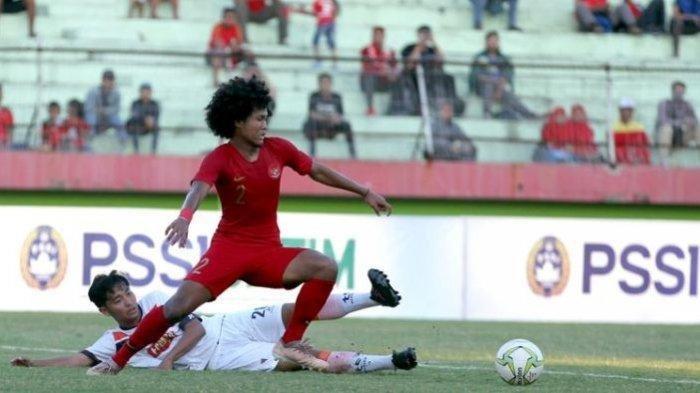 Pemain Timnas U-18 Indonesia, Bagus Kahfi menyumbang gol saat ujicoba melawan Persibo Bojonegoro yang berakhir dengan skor 2-1 di Stadion Gelora Delta Sidoarjo, Jawa Timur, Kamis (18/07/2019).