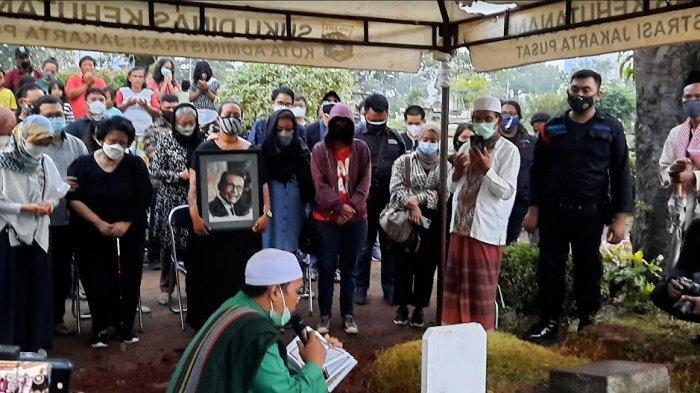 Suasana pemakaman Koes Hendratmo di TPU Karet Bivak, Jakarta Pusat, Selasa (7/9/2021).