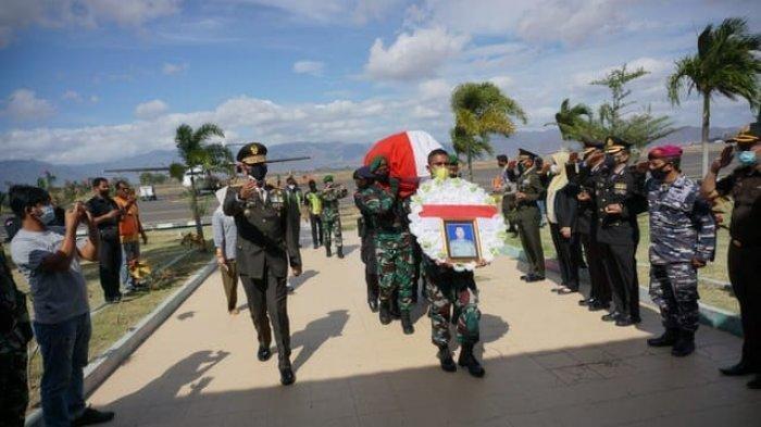 Pemakaman Jenazah Kapten Chb Anumerta Dirman di TPU Desa Mandala Bima Diiringi Isak Tangis Keluarga
