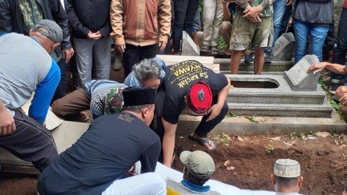 Pemakaman jenazah Lina, mantan istri Sule, Sabtu (4/12/2019). (Tribun Jabar/Mega Nugraha)
