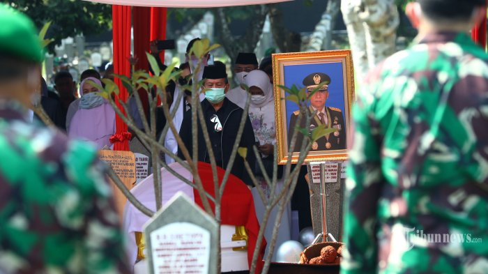 Pramono Edhie Wibowo Wafat: Dimakamkan di Samping Ibu Ani, TNI AD Kibarkan Bendera Setengah Tiang