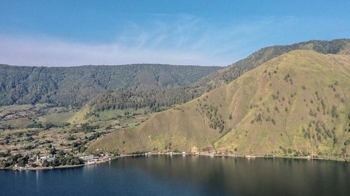 Pemandangan di sekitar danau toba.