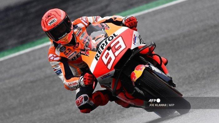 Pembalap Honda Spanyol Marc Marquez mengemudikan sepeda motornya saat sesi latihan bebas kedua jelang Grand Prix Sepeda Motor Styrian di trek balap Red Bull Ring di Spielberg, Austria pada 6 Agustus 2021.