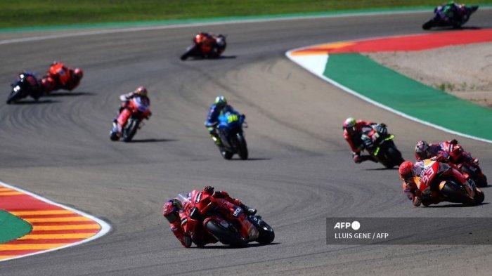 Pembalap Italia Francesco Bagnaia (63) memimpin balapan saat Moto Grand Prix Aragon di sirkuit Motorland di Alcaniz pada 12 September 2021.
