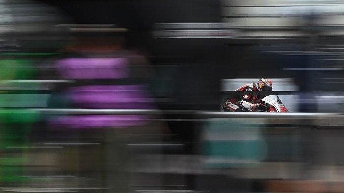 Pembalap Jepang LCR Honda IDEMITSU, Takaaki Nakagami, melakukan latihan kedua Moto GP Austria Grand Prix di sirkuit Red Bull Ring di Spielberg, Austria, pada 14 Agustus 2020. JOE KLAMAR / AFP