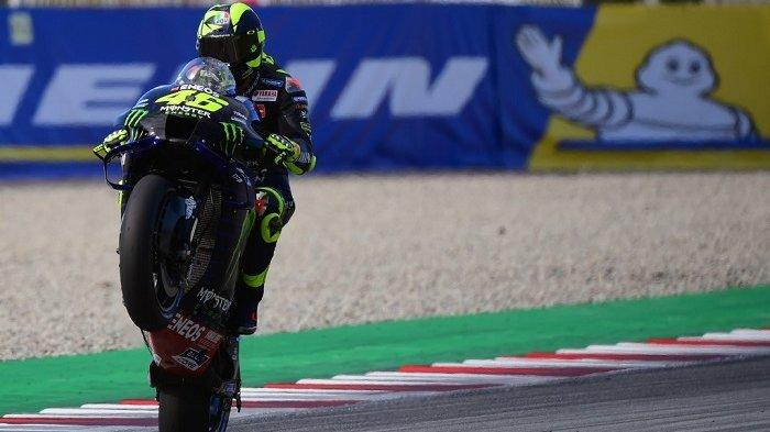 Monster Energy Pembalap Italia dari Yamaha, Valentino Rossi, membalap selama sesi latihan bebas MotoGP ketiga dari Moto Grand Prix de Catalunya di Sirkuit Catalunya pada 26 September 2020 di Montmelo di pinggiran Barcelona. LLUIS GENE / AFP