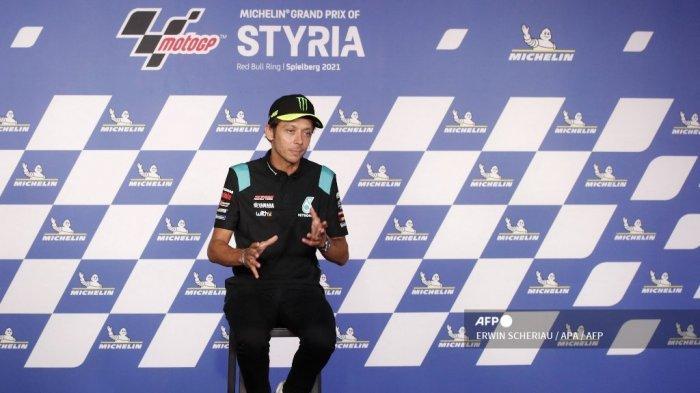 Pembalap Yamaha-SRT Italia Valentino Rossi berbicara pada konferensi pers untuk mengumumkan bahwa ia akan pensiun pada akhir tahun, di Spielberg, Austria, pada 5 Agustus 2021, menjelang Grand Prix Sepeda Motor Styrian di trek balap Red Bull Ring.