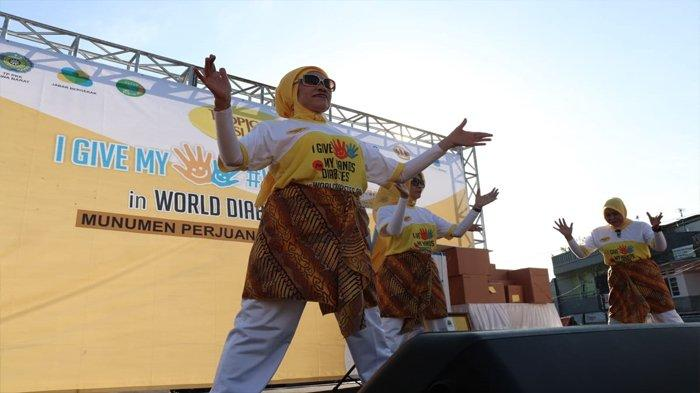 Pembukaa Senam Refleksi Oleh Perwakilan Lembaga Lansia Indonesia
