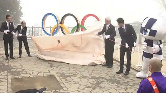 Pembukaan penutup lambang Olimpiade di gunung Takao Hachioji Tokyo tanggal 14 April 2021 melambangkan 100 hari menuju Olimpiade Tokyo yang akan dibuka 23 Agustus 2021