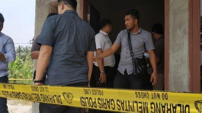 Rumah Keluarga Korban yang diduga pembantaian di Kabupaten Serang, Banten dipasang garis polisi, Selasa (13/8/2019). TERKINI Pembunuh Satu Keluarga di Serang Ditangkap: Ini Penyebab Pelaku Tega Bantai Satu Keluarga.