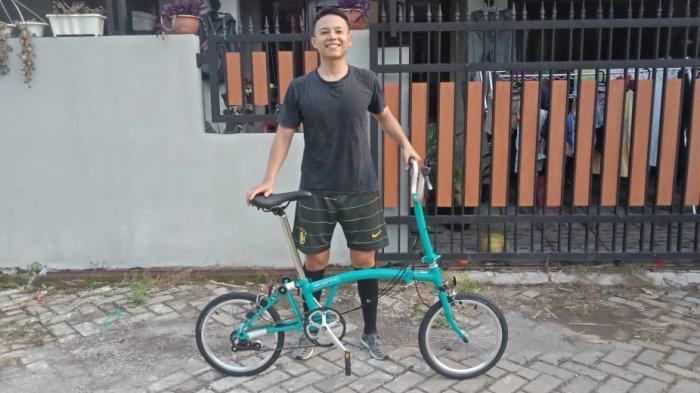 OVO Serahkan Sepeda Brompton ke Konsumen Setia