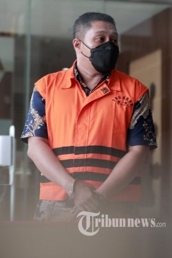 Mantan penyidik KPK, Stepanus Robin Pattuju usai menjalani pemeriksaan di Gedung KPK, Jakarta Selatan, Selasa (27/7/2021). Stepanus Robin Pattuju diperiksa terkait kasus dugaan suap uang sebesar Rp 1,3 miliar dari tersangka Wali Kota Tanjungbalai 2020-2021, Syahrial. Tribunnews/Irwan Rismawan