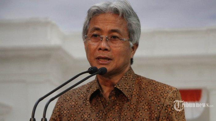 Dirut Pertamina Dwi Soetjipto menjelaskan kepada wartawan terkait penurunan harga bahan bakar minyak (BBM) premium dan solar, di kantor kepresidenan, Kompleks Istana, Jakarta, Rabu (30/3/2016). Pemerintah akhirnya memutuskan harga bahan bakar minyak (BBM) berjenis premium dan solar masing-masing turun Rp 500, berlaku mulai 1 April 2016. TRIBUNNEWS/HERUDIN