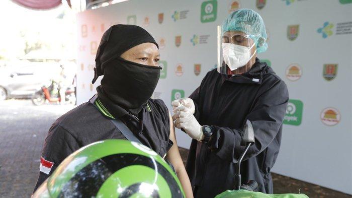 Vaksinasi Drive Thru di Semarang Diinisiasi Hendi Untuk Hindari Kerumunan
