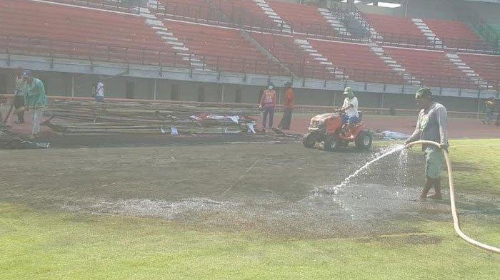 Pemerinta Kota (Pemkot) Surabaya langsung melakukan tindakan cepat terkait dengan Stadion Gelora Bung Tomo (GBT) yang mengalami kerusakan.