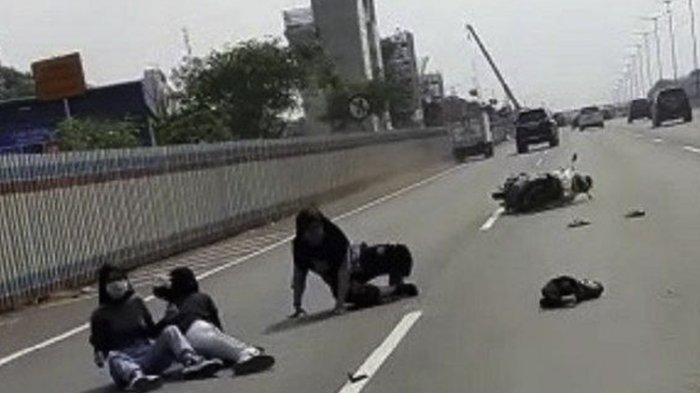 3 Wanita Tunggangi Sepeda Motor Nekat Masuk Tol Japek, Berikut Alasan Mereka