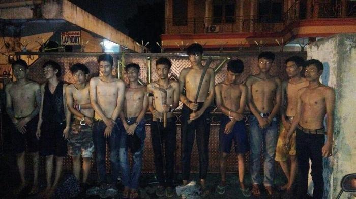 Nongkrong Rame-rame Kok Ya Bawa Sajam, Belasan Pemuda Ini Pun Diamankan Polisi