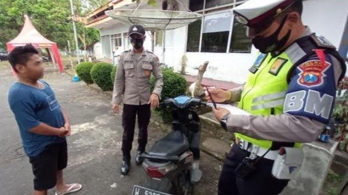 Gemetar Lihat Polisi, Pemuda Ini Jatuh dari Motor di Pos Penyekatan Mudik, Ternyata Gara-gara Ini