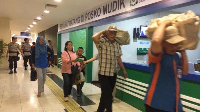 Pemudik di Pulogebang Menurun di H-1 Jelang Lebaran